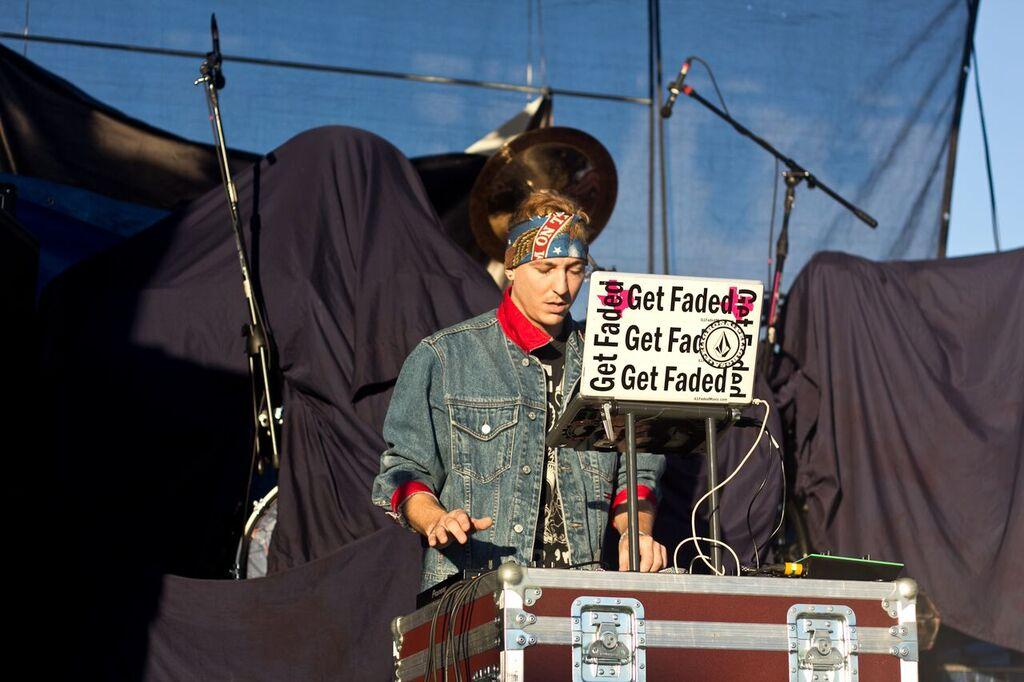 iLL-FADED-DJING