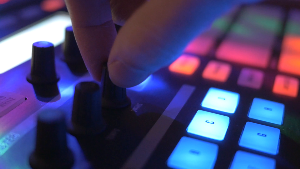 djc_4k-night-club-dj-board-closeup-hands-turning-knobs_ezyvfynax__F0000