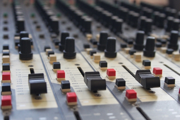 mixing-desk-994710_960_720